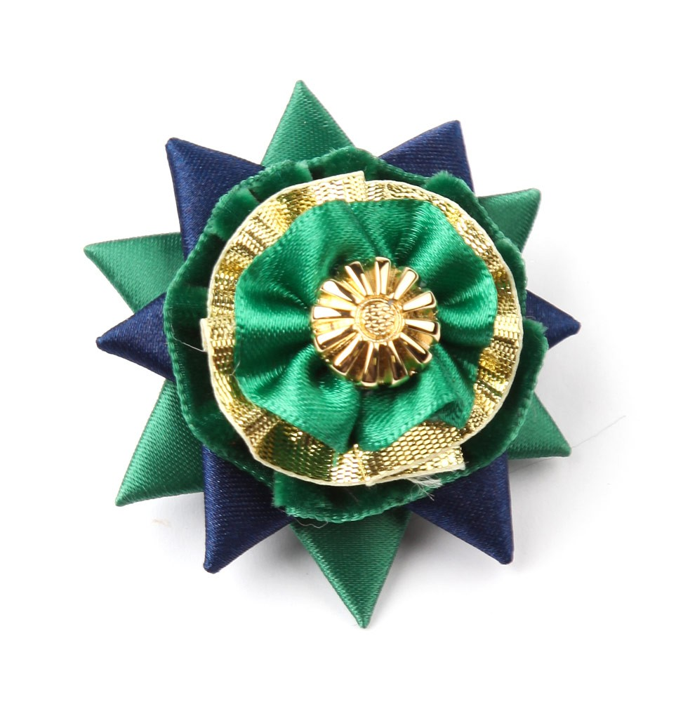 Green/navy/gold Classic Buttonhole.